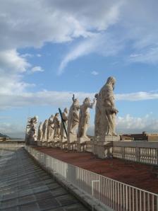 Estatuas de santos de Bernini desde la cúpula de la Basílica de San Pedro | Roma