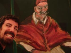 Yo posando con un Bacon | Museo del Vaticano | Roma